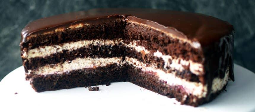 Tort czekoladowy z frużeliną śliwkową