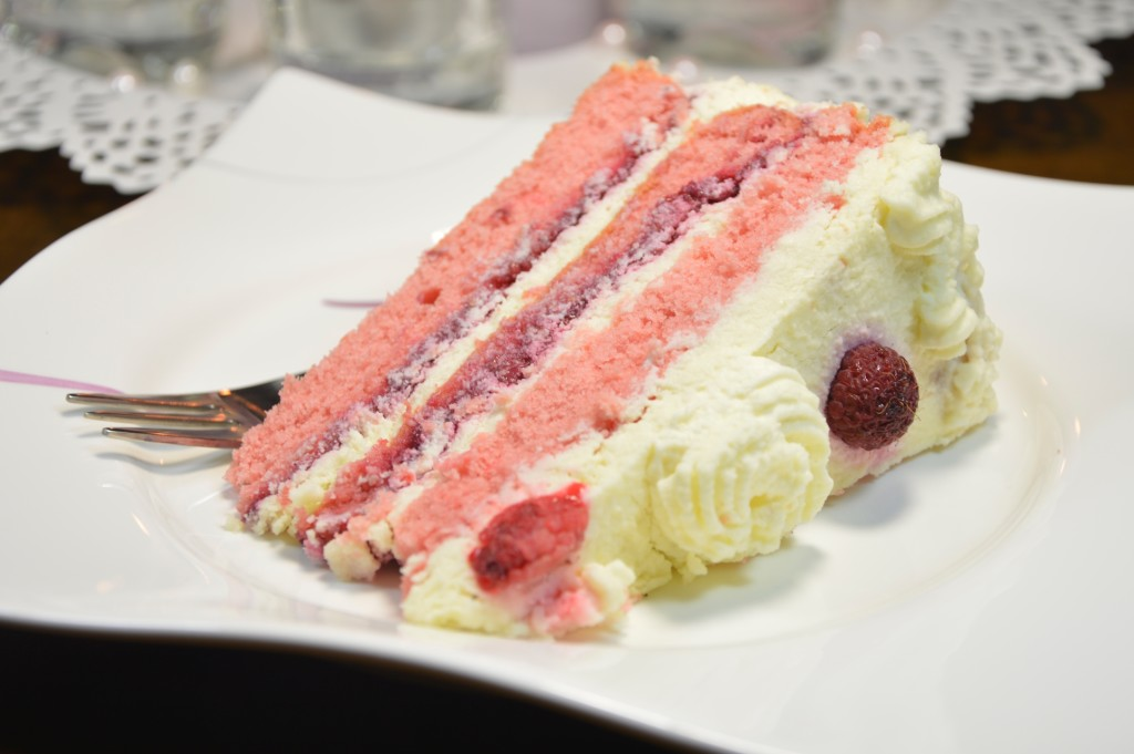 tort malinowy 3