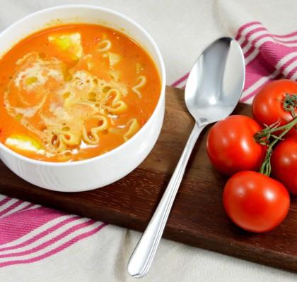 krem pomidorowo-paprykowy z makaronem