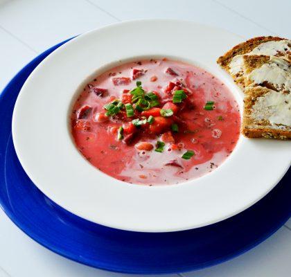 zupa buraczkowa z białą fasolą
