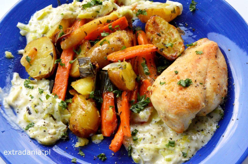 kurczak-z-mlodymi-warzywami-i-sosem-porowym
