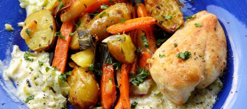 Kurczak z młodymi warzywami i sosem porowym