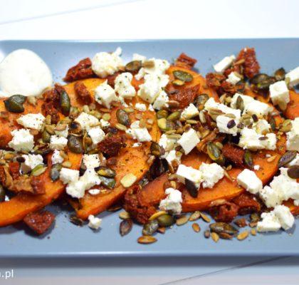 salatka-z-pieczona-dynia-suszonymi-pomidorami-i-feta