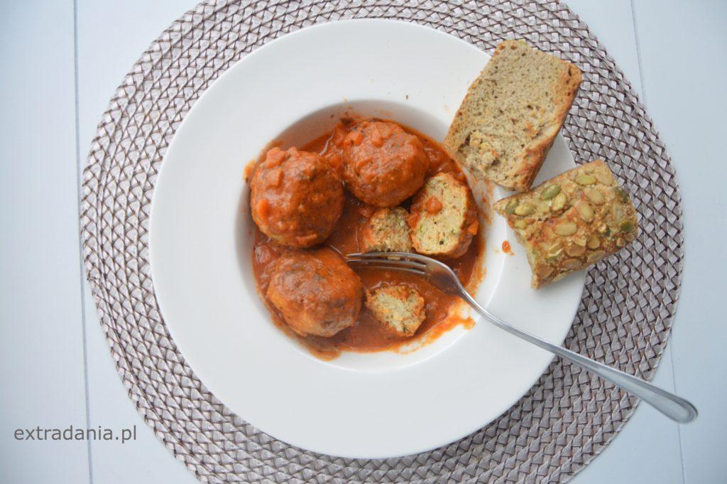 klopsiki z indyka w sosie pomidorowym