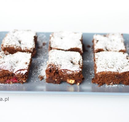 brownie z malinami i biała czekolada