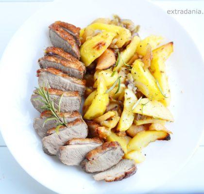 piersi z kaczki pieczone z rozmarynem, jablkami i ziemniakami