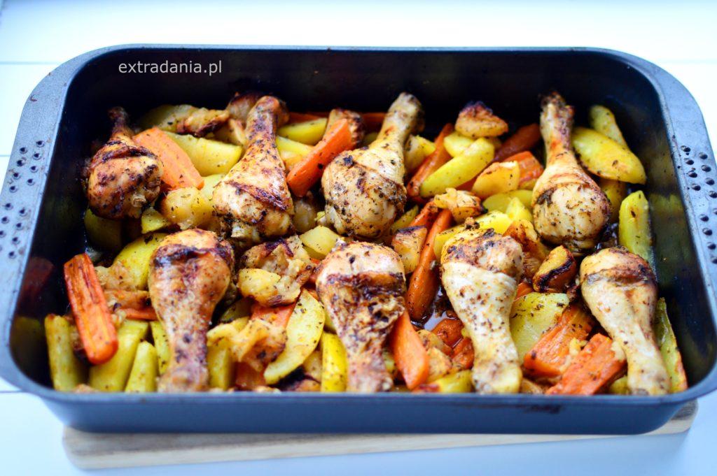 udka z kurczaka pieczone z jablkami marchewka i ziemniakami