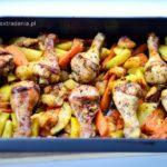 Udka z kurczaka pieczone z jabłkami, marchewką i ziemniakami
