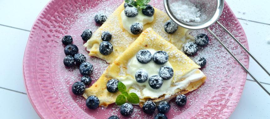 Naleśniki z jogurtem i borówkami