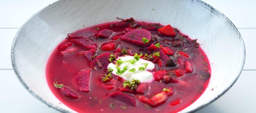 Zupa buraczkowa z botwinką i fasolą szparagową