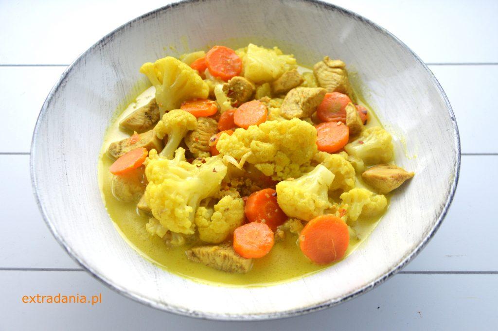 curry z kurczakiem kalafiorem i marchewka