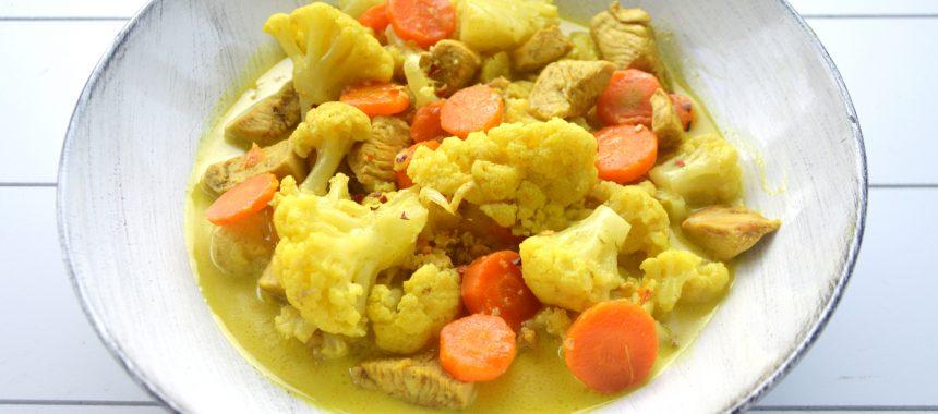 Curry z kurczakiem, kalafiorem i marchewką