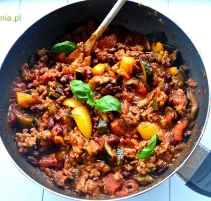 chili con carne z cukinia i indykiem