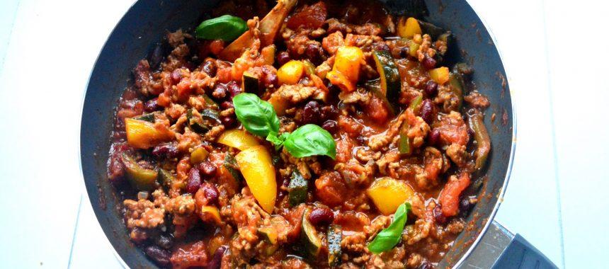 Chili con carne z cukinią i indykiem