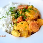 Curry z kurczakiem, mango i pomidorami