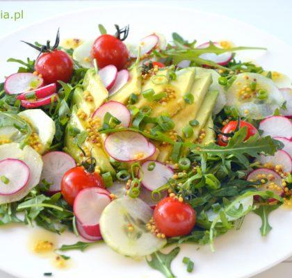salatka wiosenna z awokado i rzodkiewka