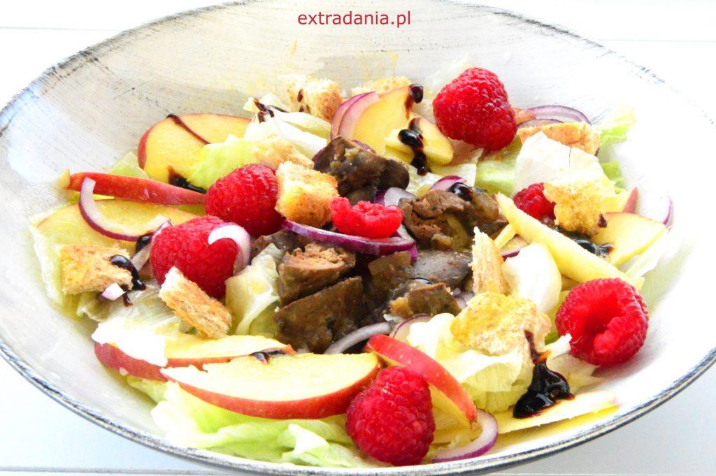 salatka z watrobka jablkiem i malinami