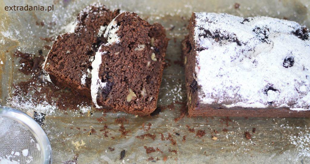 ciasto bananowo-kakaowe z borowkami orzechami i mielonymi migdalami