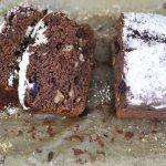Ciasto bananowo-kakaowe z borówkami, orzechami i mielonymi migdałami