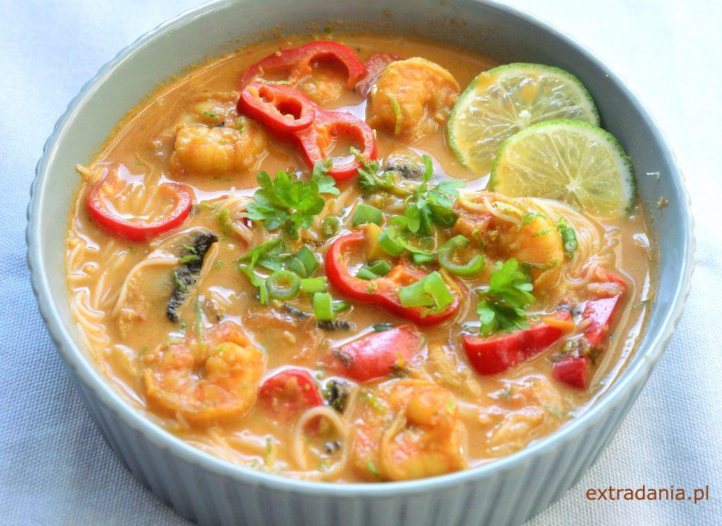 zupa tajska z krewetkami pieczarkami i papryka