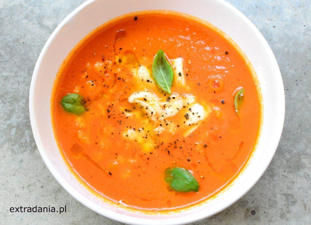 zupa krem ze swiezych pomidorow z mozzarella