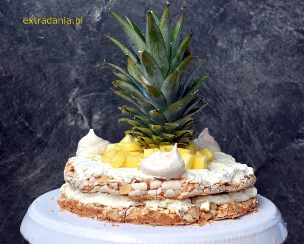 tort bezowo migdałowy z ananasem