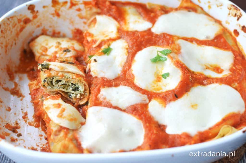 naleśniki ze szpinakiem zapiekane w sosie pomidorowym