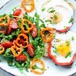 Grzanki z jajkiem sadzonym w papryce